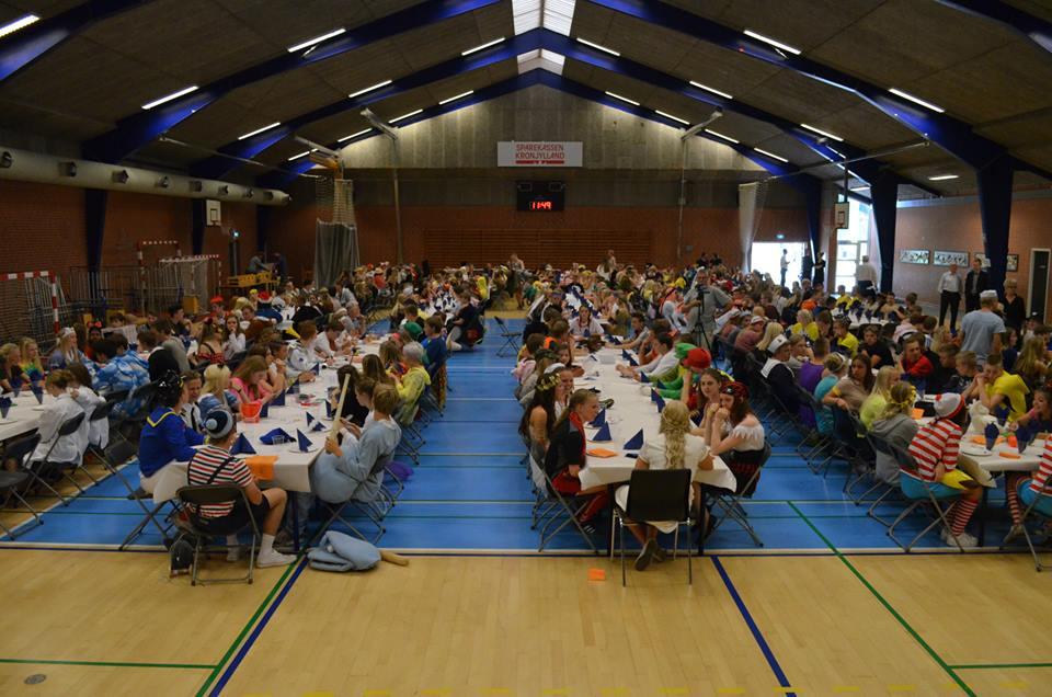 Sidste skoledag med 15 klasser fra 9. og 10. klasse på Randers Realskole.